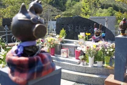 忌野清志郎の墓は献花でいっぱい