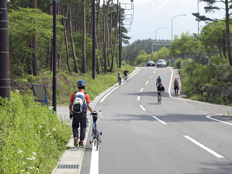 駐車場から富士北麓公園まで3.2kmも歩かされる