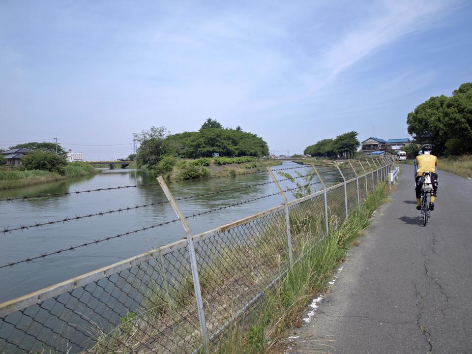 見沼代用水と星川の合流点