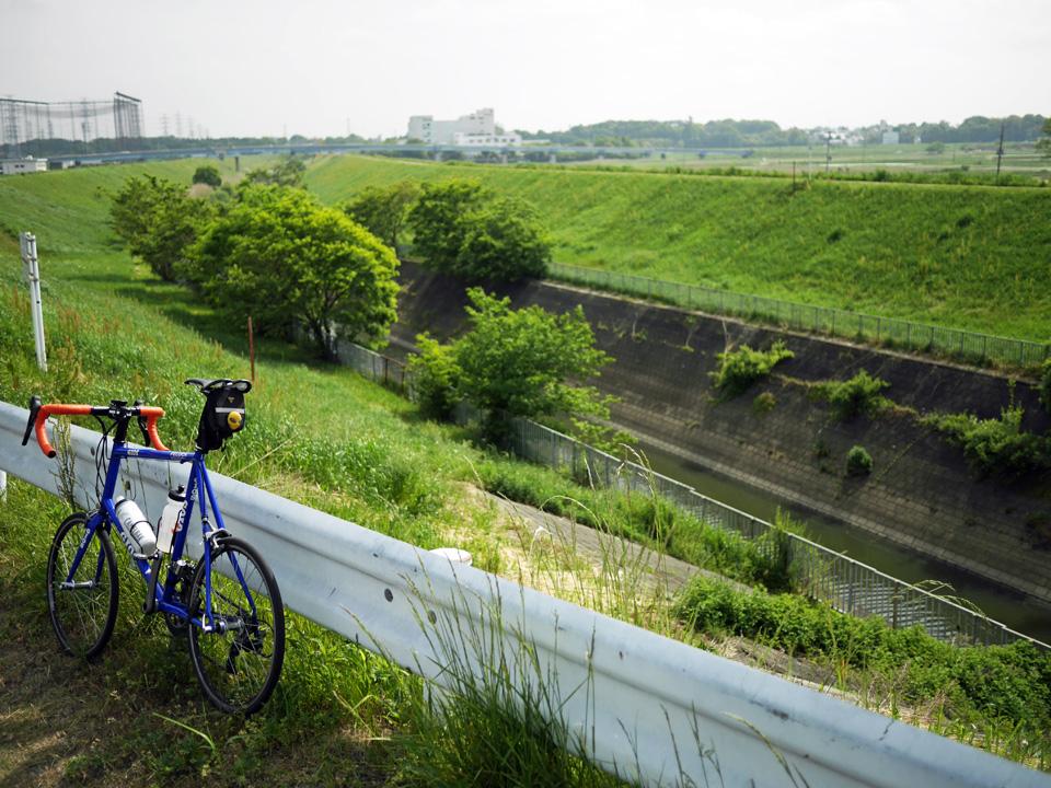 利根運河河口の公園にFELUCAを停めて一休み