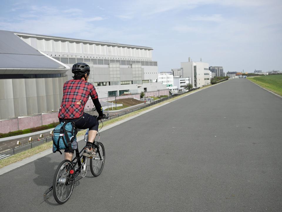 荒川CRの戸田競艇場前を走るMARiPOSA mini