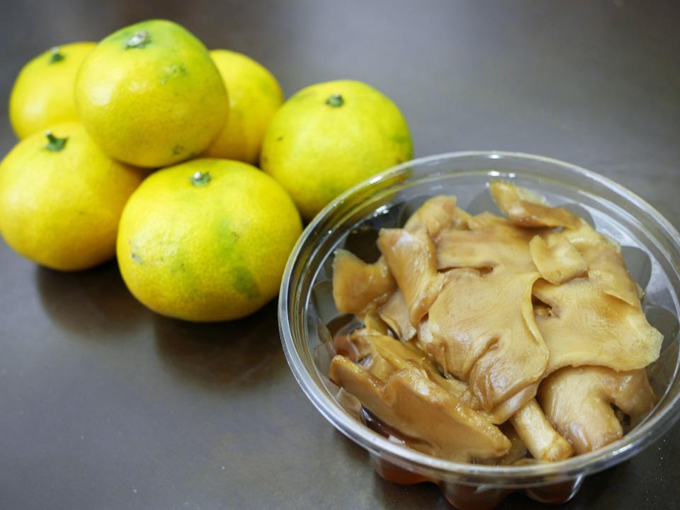 野菜直売所で買った早稲蜜柑と生姜のたまり漬け