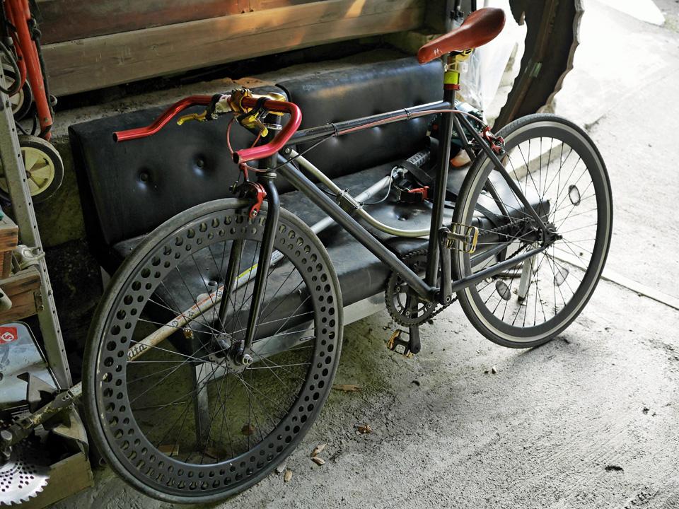 cafe VIA のオーナーのものらしき自転車
