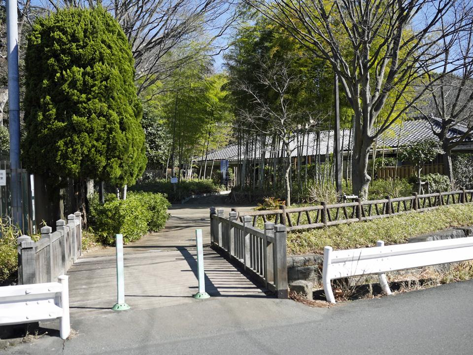 渋谷町水道は岡本公園民家園の中へ