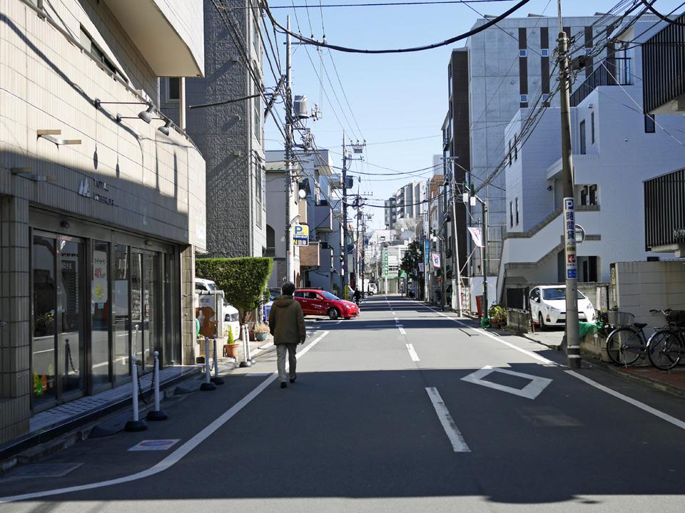 渋谷町水道に沿って形成された用賀の商店街