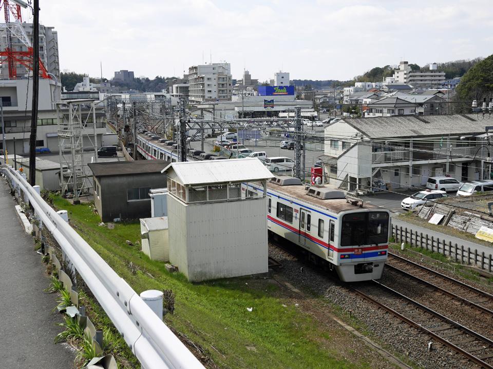 佐倉市鍋山町から京成本線を見下ろす