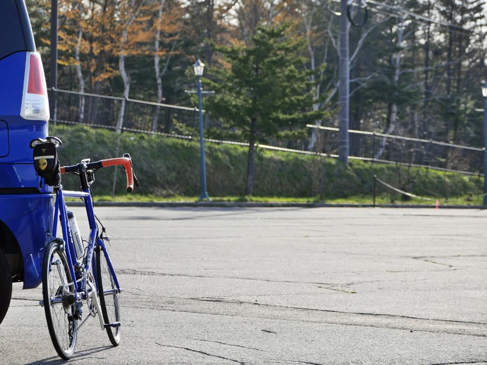 天狗山第3駐車場でGIOS FELUCAをトランポから降し登坂準備