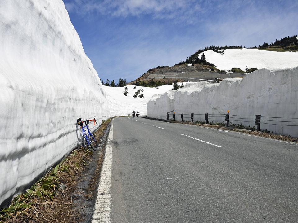 志賀草津高原ルートの雪回廊とGIOS FELUCA