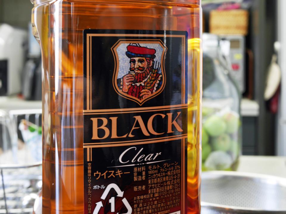 今年の梅酒はブラックニッカクリアで仕込む
