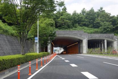 小山長池トンネルの先は下り坂