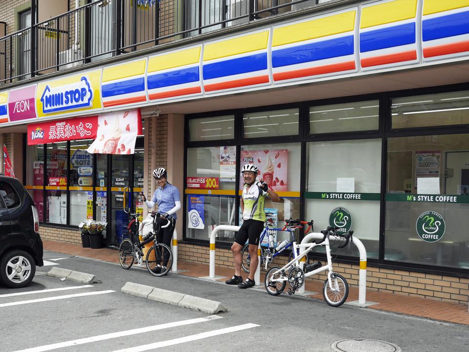 ミニストップ町田和光学園前店で休憩