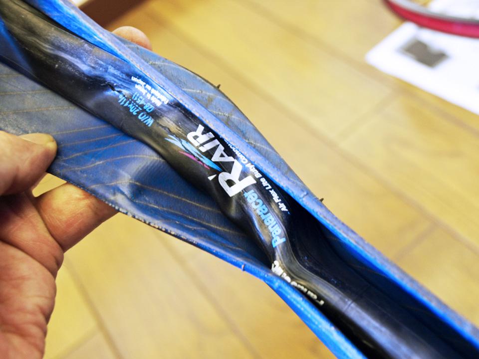 チューブがタイヤ内側に溶着?