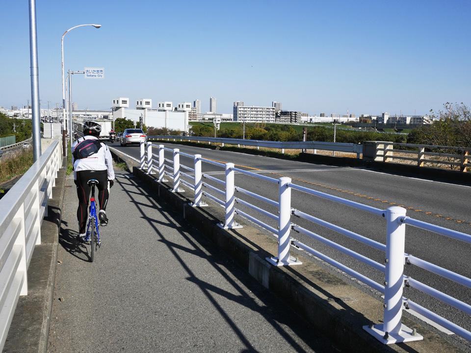 秋ヶ瀬橋を渡って荒川左岸の彩湖へ向かう