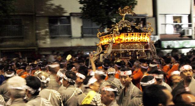 鳥越祭の千貫神輿