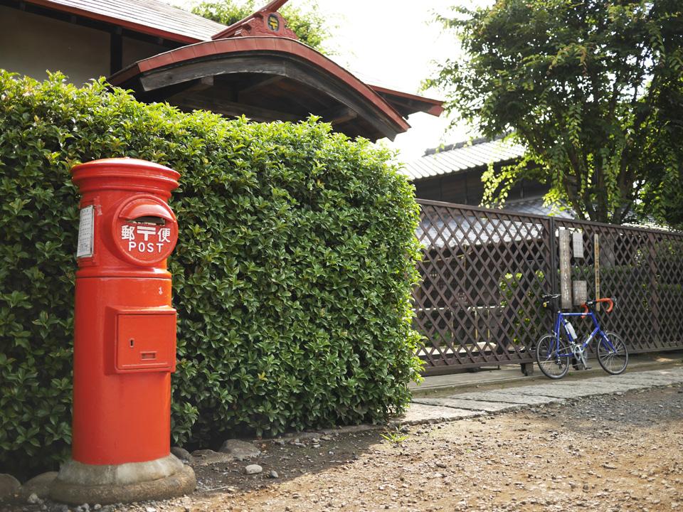 小平ふるさと村の入口には懐かしい郵便ポスト
