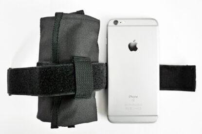 LEZYNE ROLL CADDY は iPhone6s plus と同サイズ