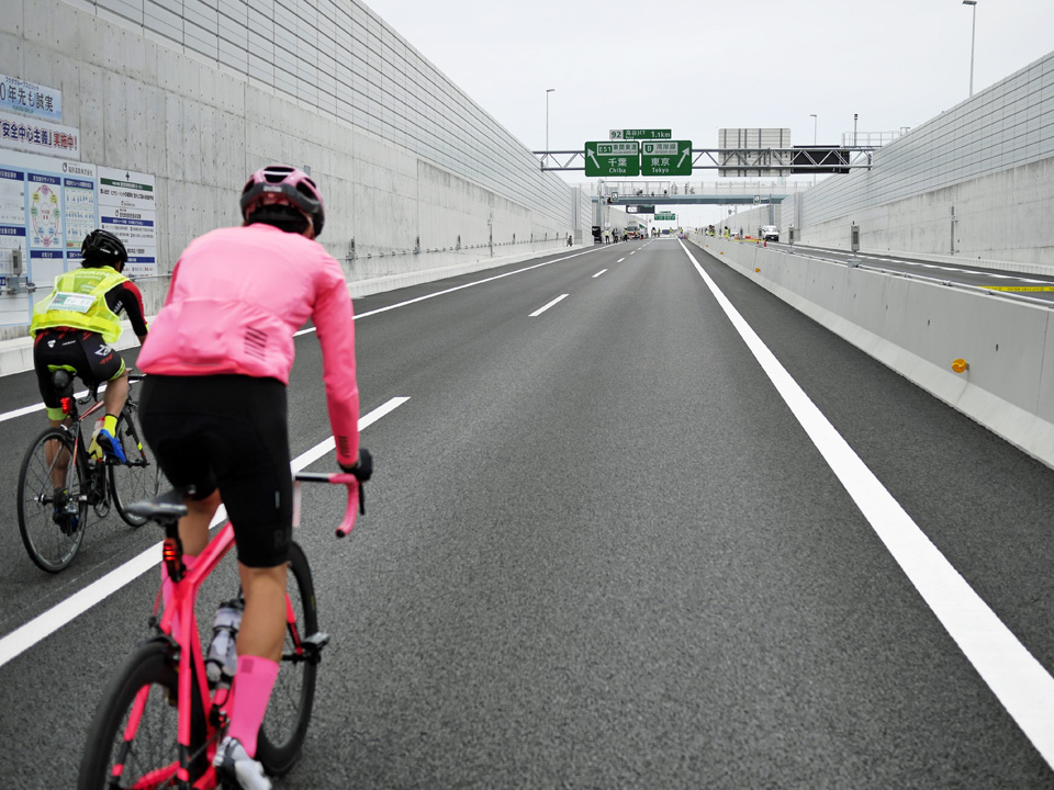 GAIKANサイクリング 高谷JCTの手前で地上へ出る