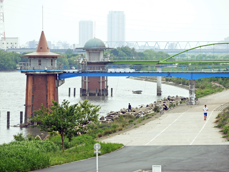 江戸川 金町浄水場の取水塔