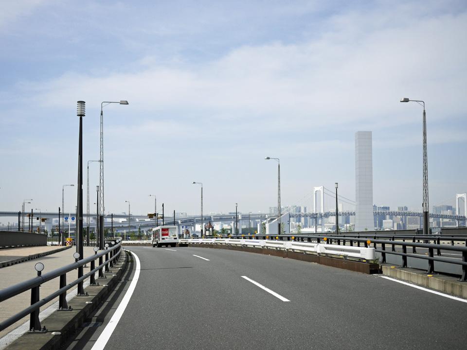 豊洲市場を左手に富士見橋で東雲運河を渡河