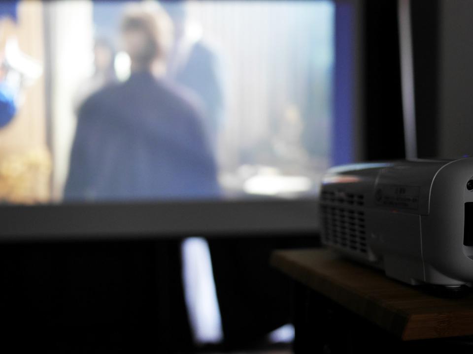 dreamio EH-TW650 で映画を投影