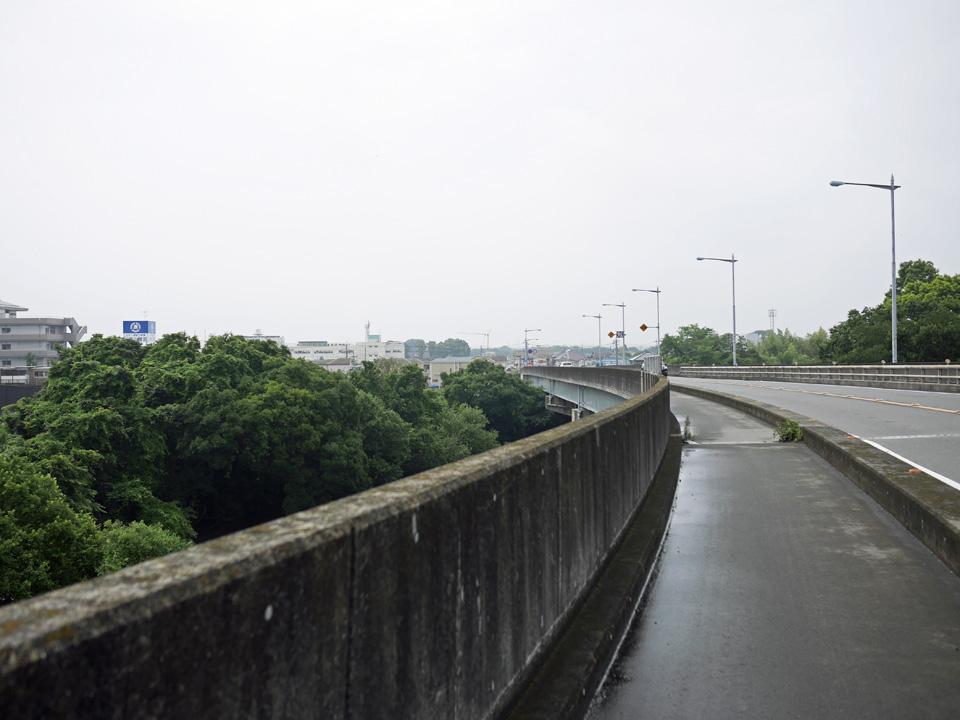 治水橋を渡って荒川右岸へ向かう