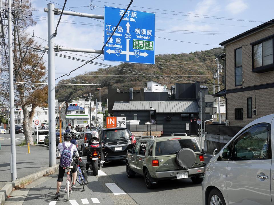 渚橋交差点から国道134号で横須賀方面へ