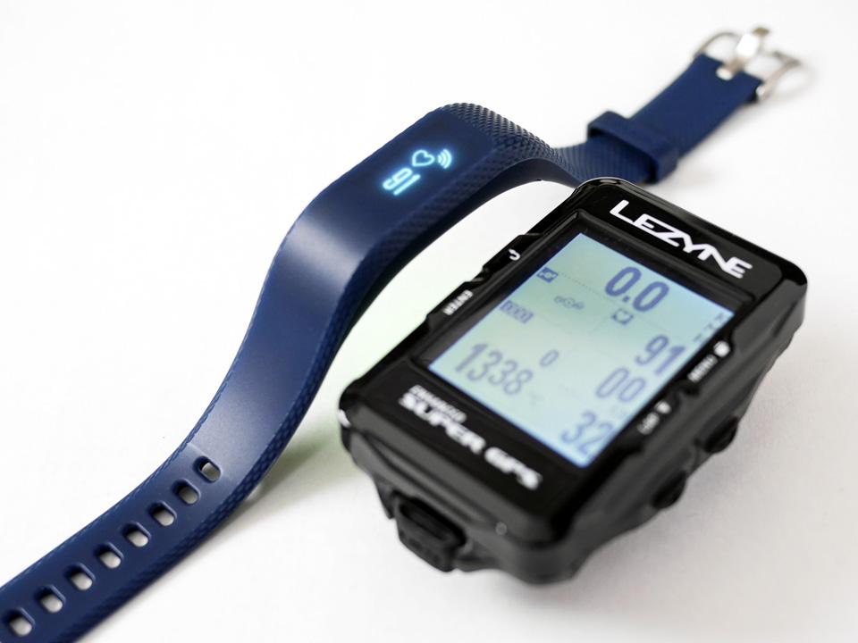 GARMIN vivosmart 3 と LEZYNE SUPER GPS が同期された