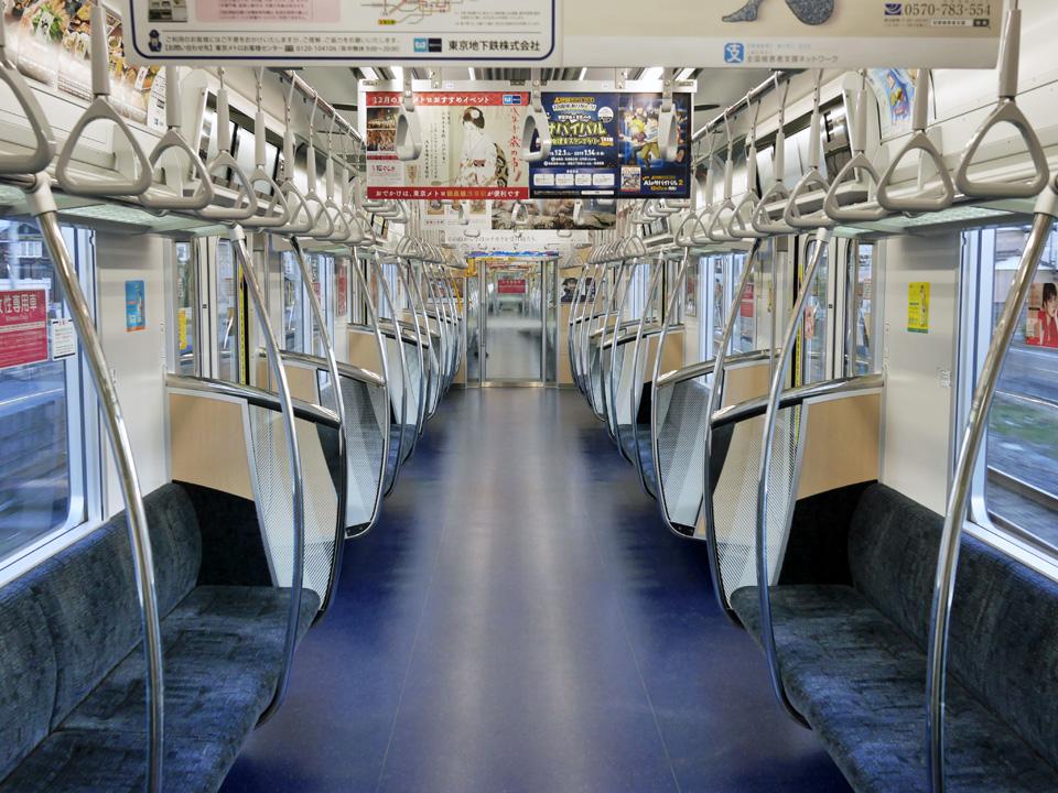 貸し切り状態の東武日光線で輪行して浅草へ