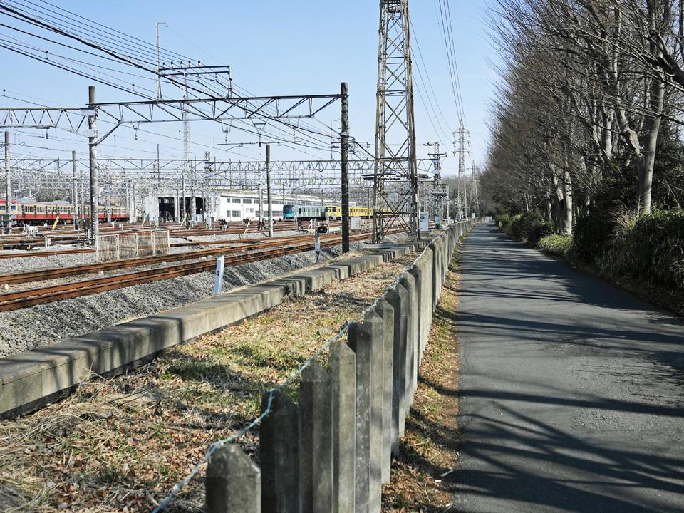西武拝島線に沿って東大和市駅方面へ進む