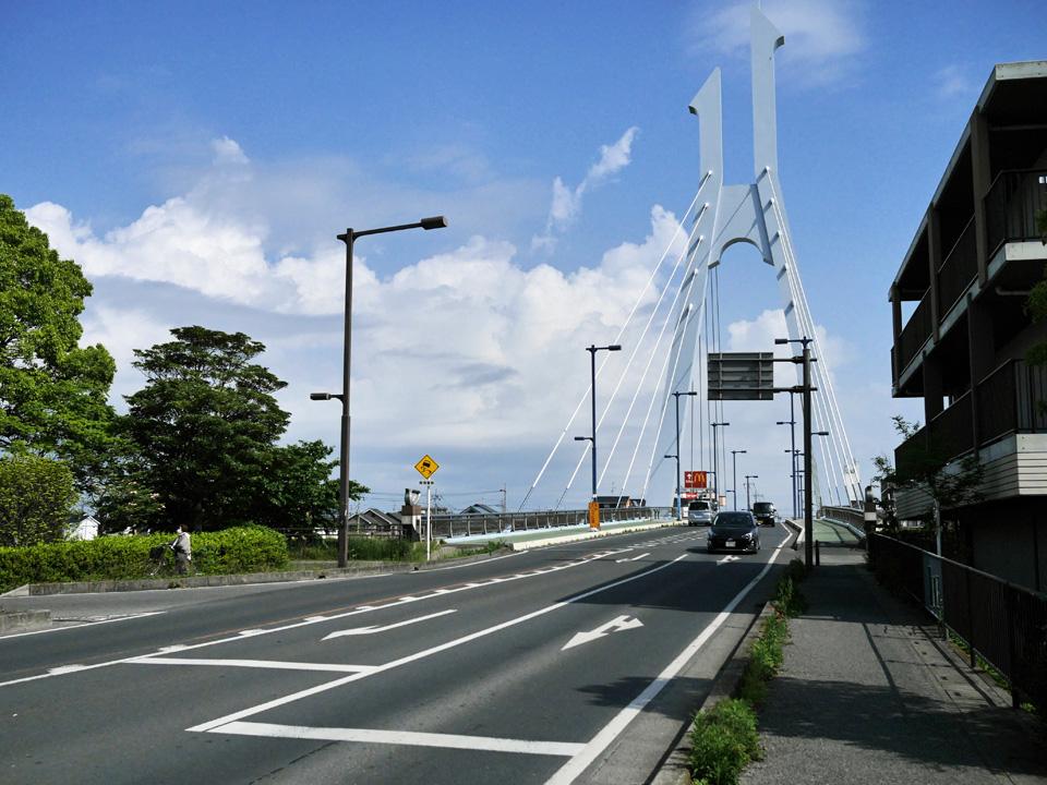 しらこばと橋で元荒川を渡って北上を続ける