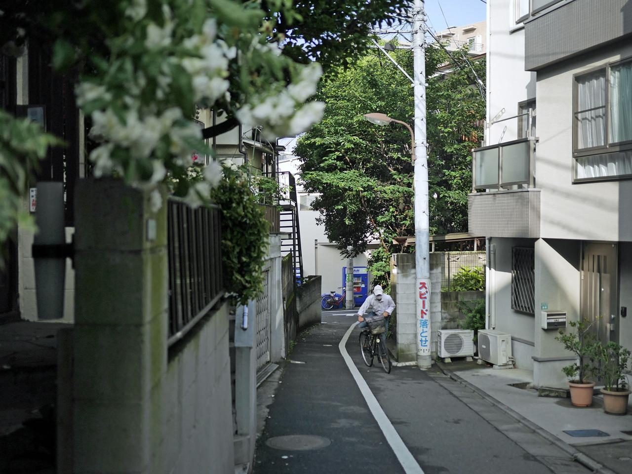北大塚の住宅地を進む