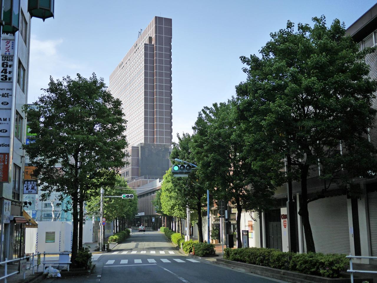 歌舞伎町の先にそびえる新宿プリンスホテル