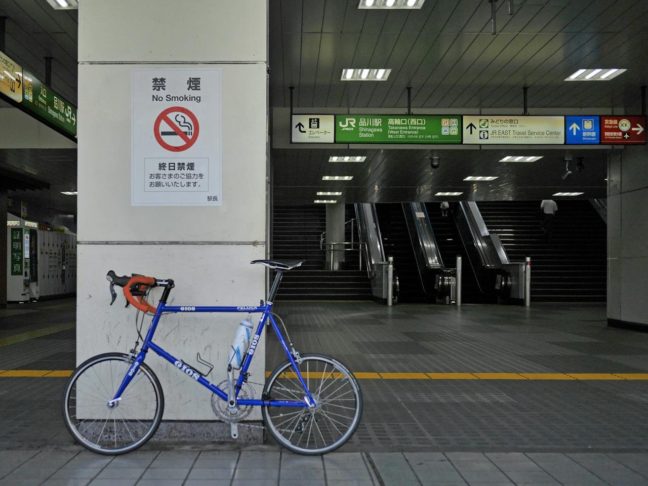 品川駅高輪口に停車する GIOS FELUCA