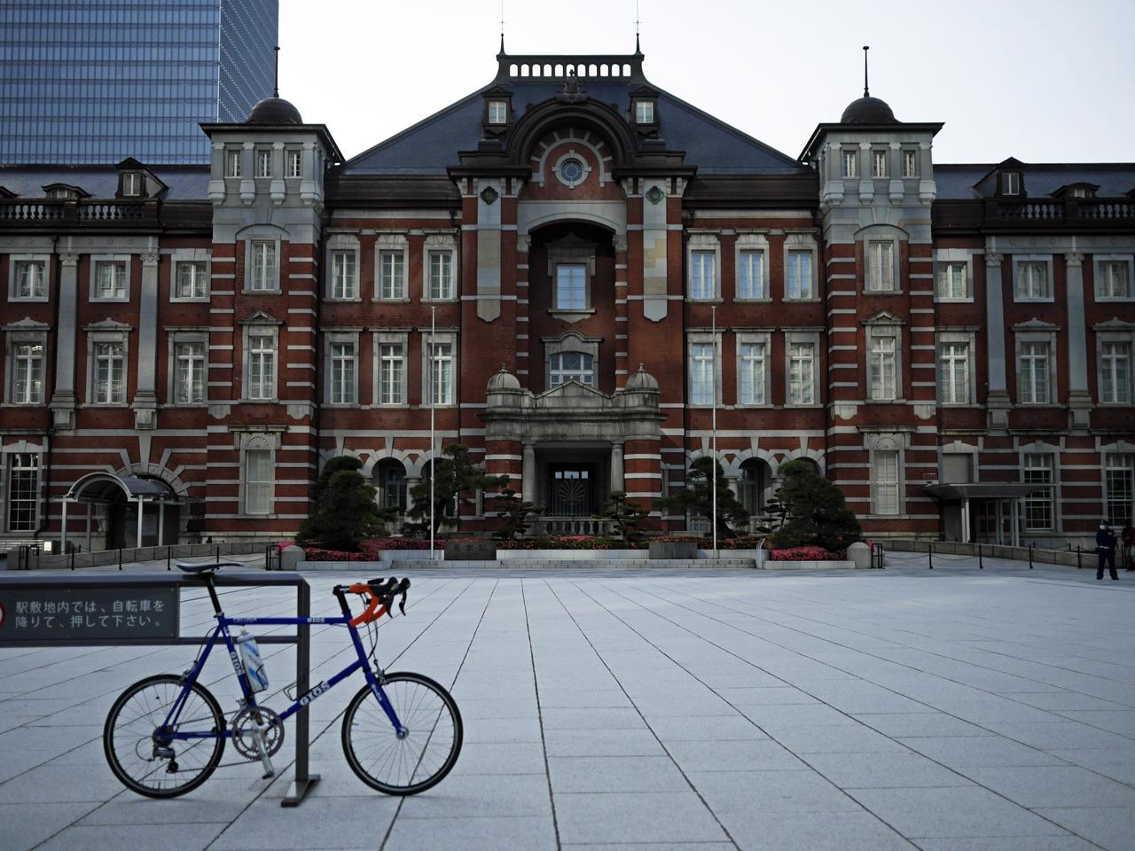 東京駅丸の内口に GIOS FELUCA を停車