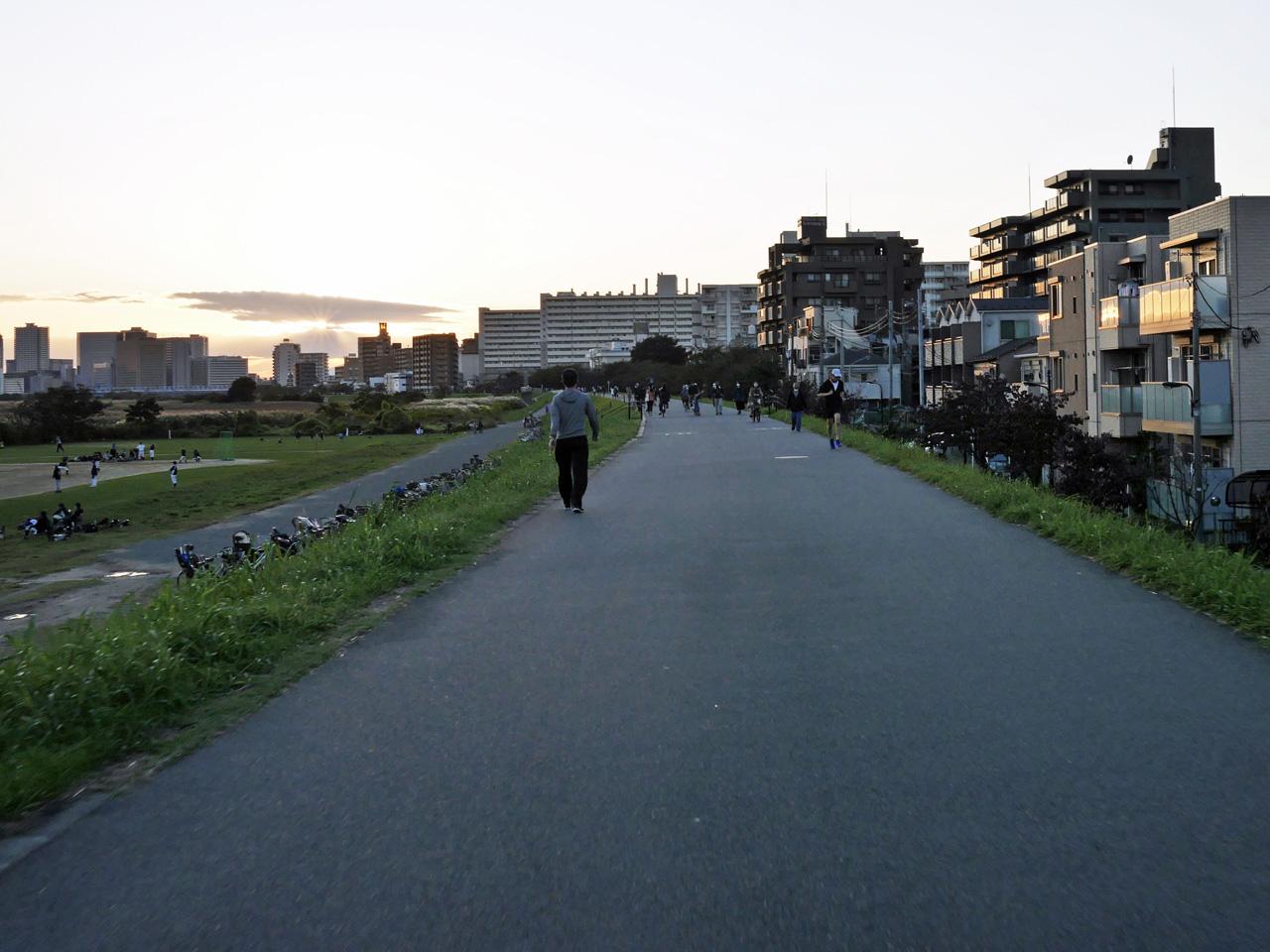 多摩川左岸CRは狭くて混雑