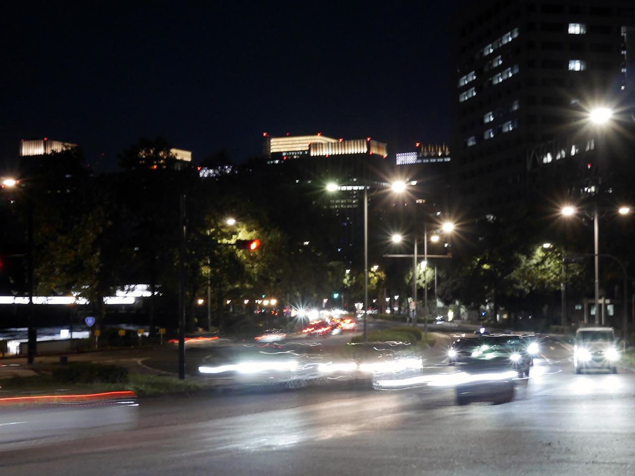 夜の帳が下りた桜田門