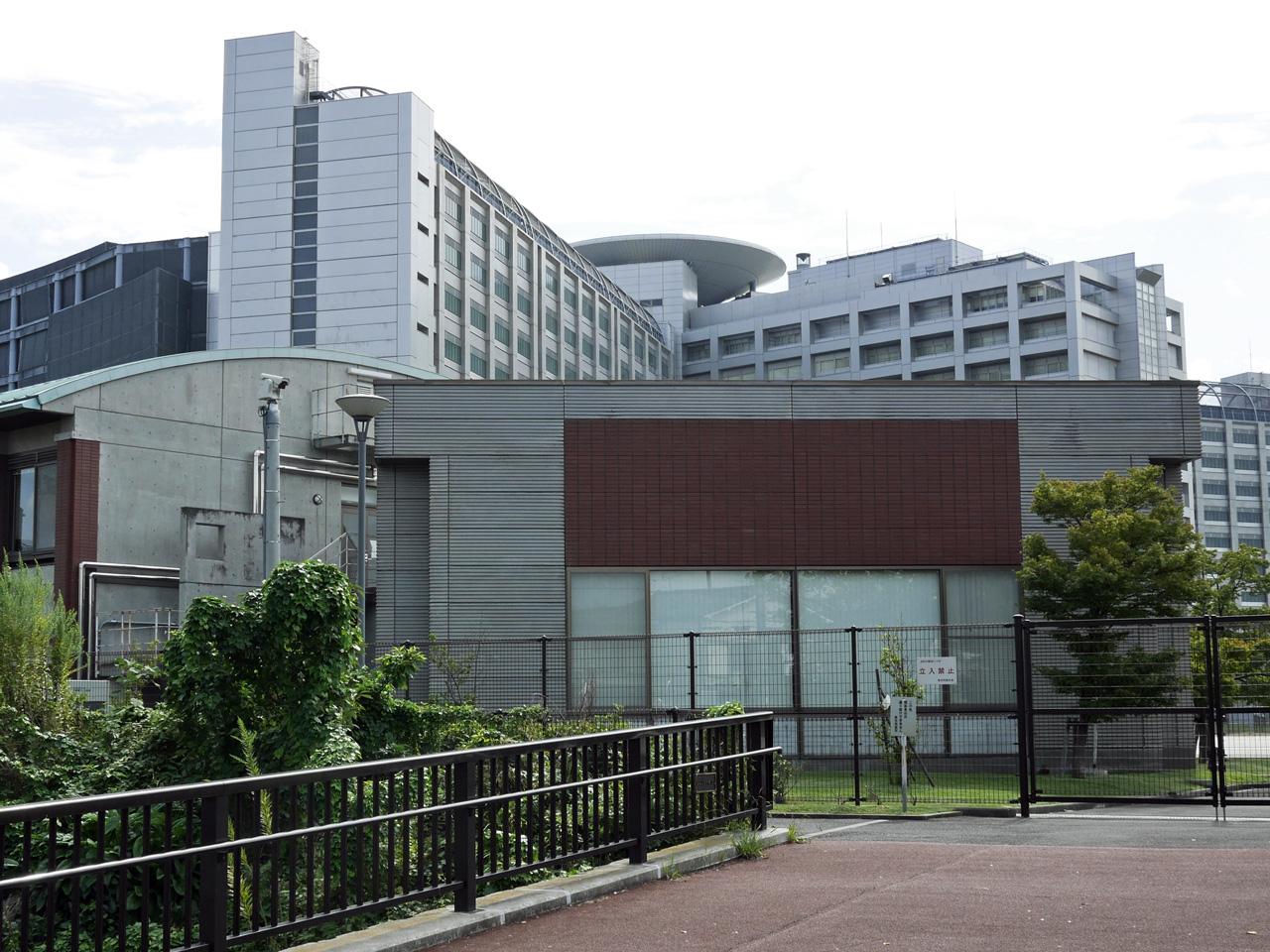 小菅の東京拘置所の裏口に来てしまった