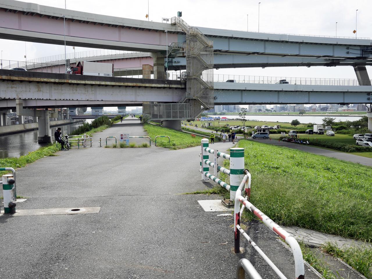 堀切小橋で綾瀬川を渡って荒川の左岸へ