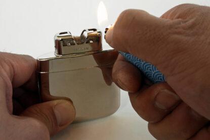 ハクキンカイロ mini の火口をライターで暖める