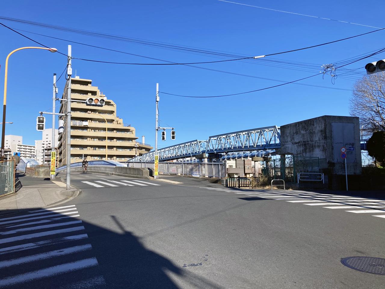 平井橋を横目に旧中川の左岸を南下