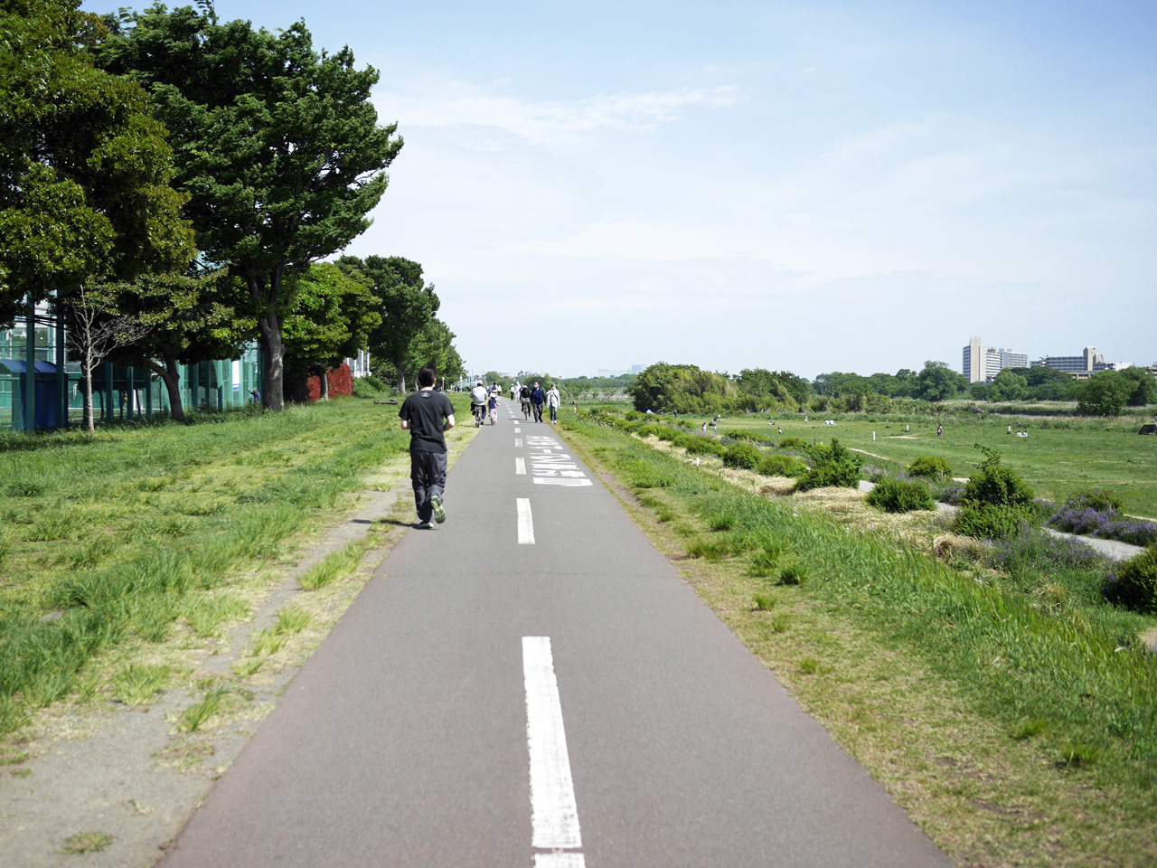 多摩川CRは歩行者が多い