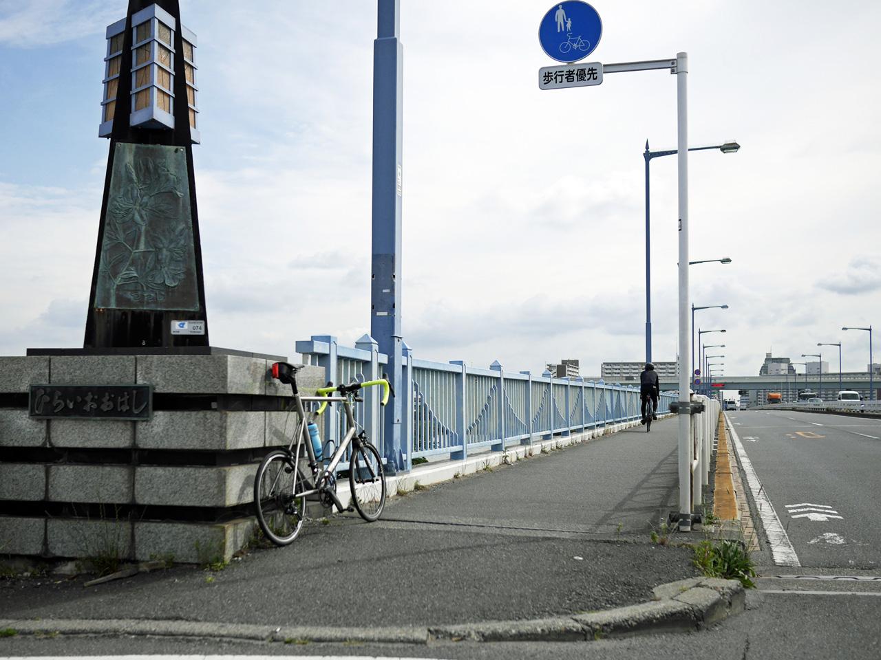 平井大橋の西詰に佇む LIGHTCYCLE Ti451