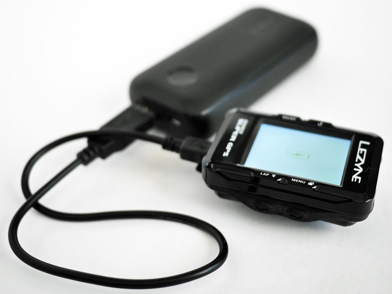 Anker PowerCore 10000 Redux で LEZYNE SUPER GPS を充電