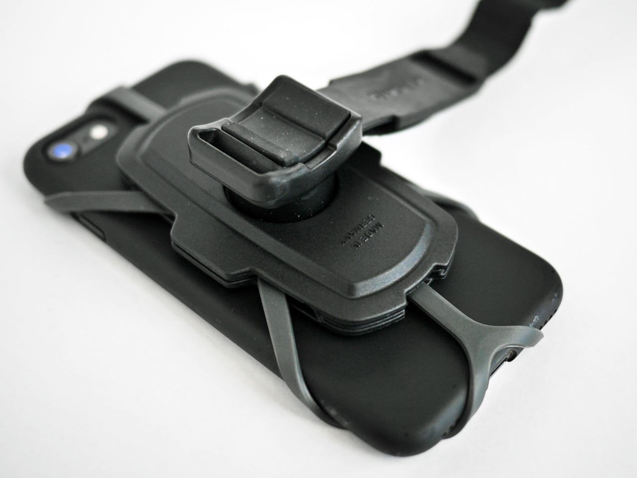 RIXEN&KAUL KAUL PHONEPAD LOOP に iPhone SE2 を装着