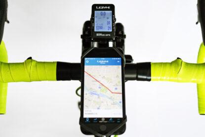 RIXEN & KAUL PHONEPAD LOOP で iPhone SE2 をステムに装着