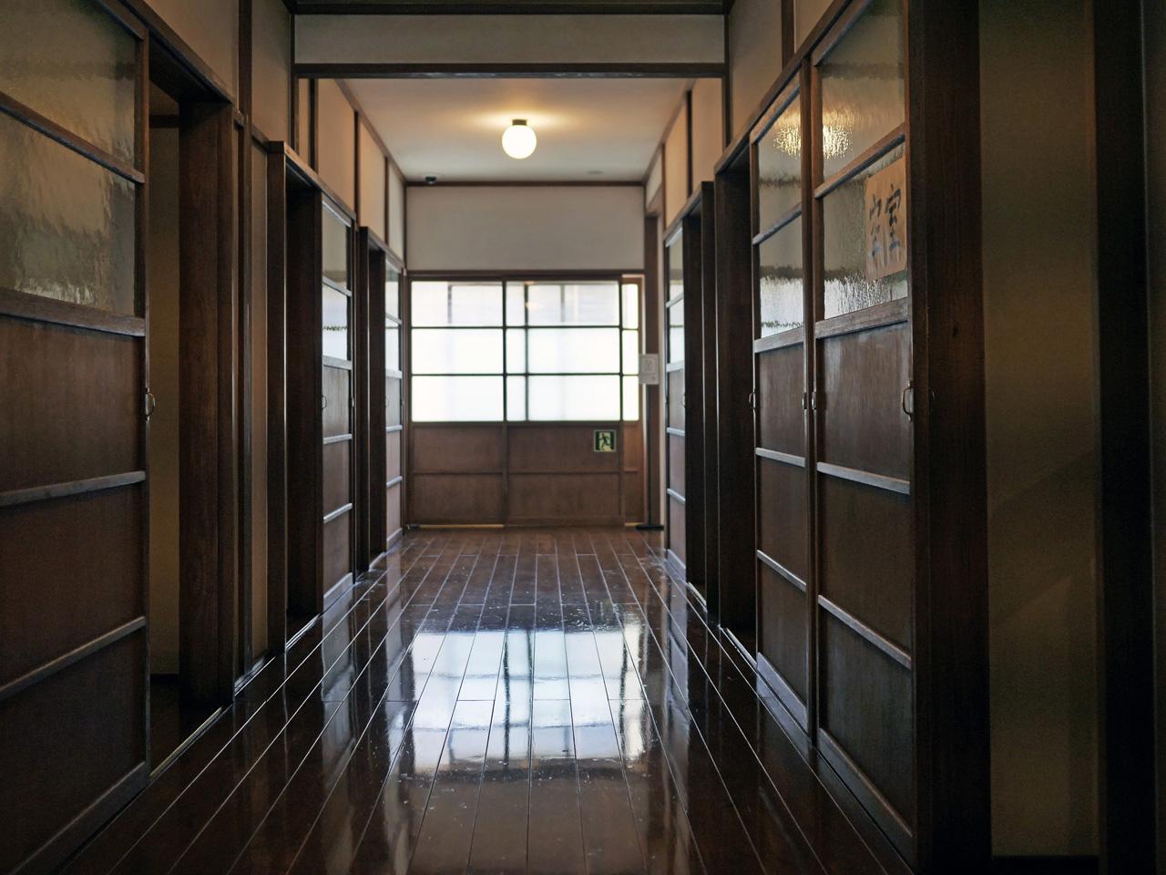 トキワ荘マンガミュージアムの2階廊下
