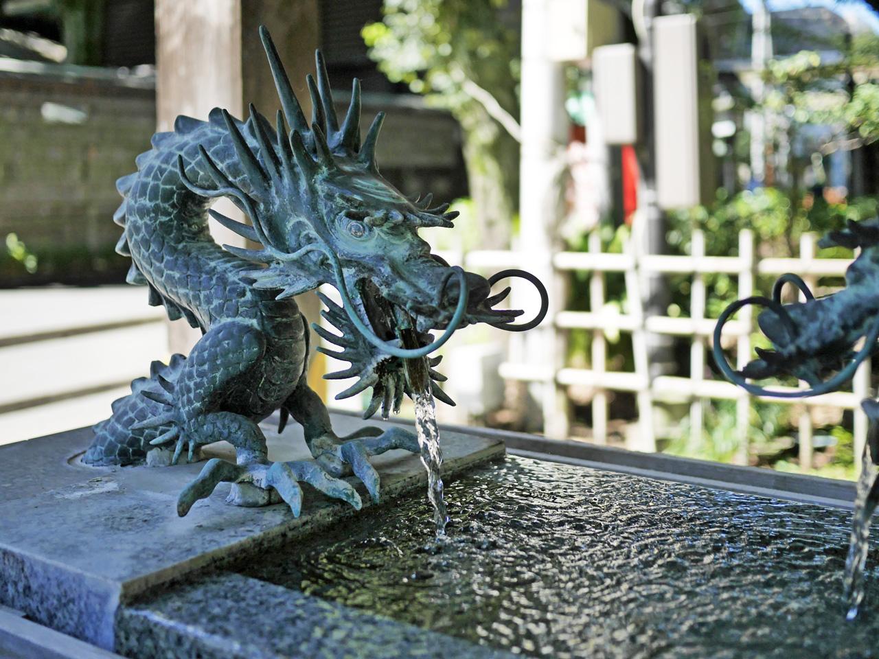 大國魂神社手水舎の龍