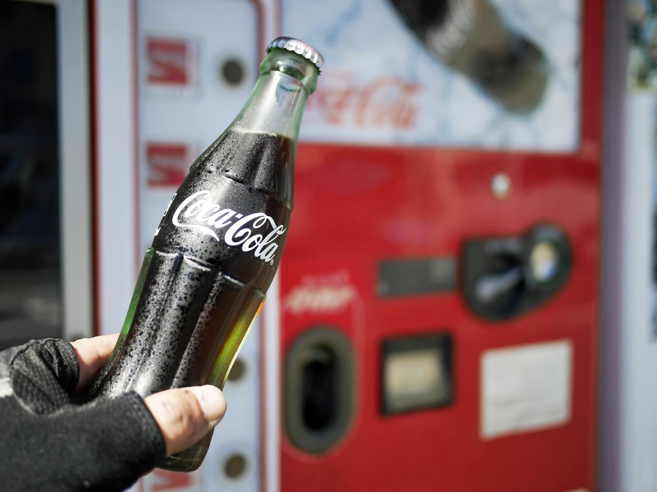 殿田橋の裏手で瓶コーラ自販機と遭遇