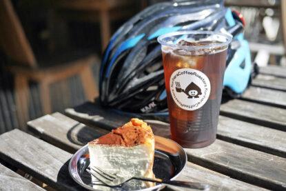 栗原coffeeの水出しアイスコーヒーとバスクチーズケーキ